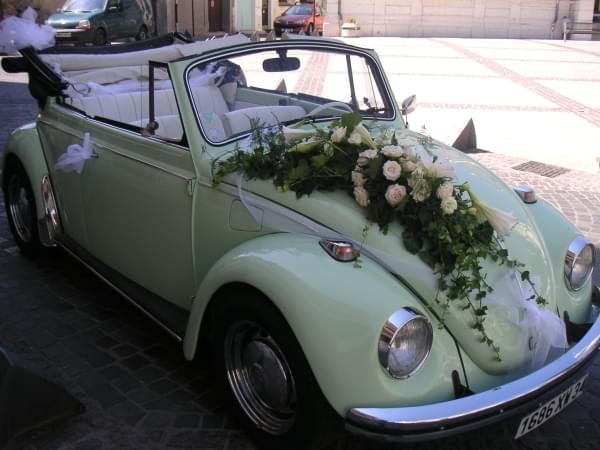Decoration voiture mariage coccinelle id es et d - Prix decoration voiture mariage fleuriste ...